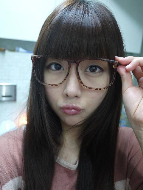 今天就当个淡妆的眼镜女孩吧!