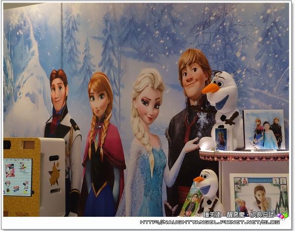 冰雪奇缘电影3d场景,其了主角人物之外,还有大雪怪和冰宫等著跟你