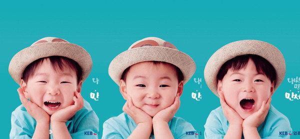 大韩民国万岁生日快乐!三胞胎抢着吹蜡烛太萌了!
