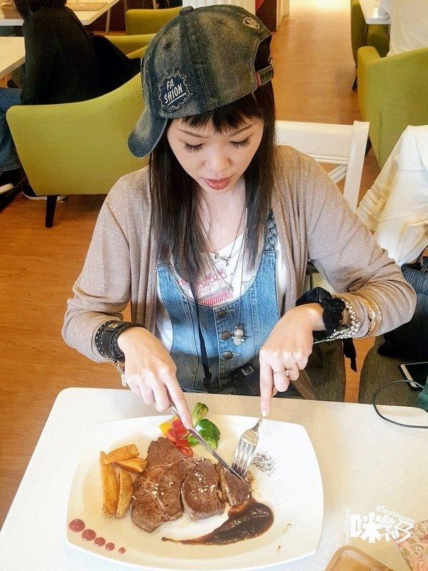【板橋美食】Oyami cafe 義式下午茶 姊妹聚餐優選 夢幻法式童話時尚鄉村風 ~10盎司嫩煎安格斯尊爵牛排套餐.jpg