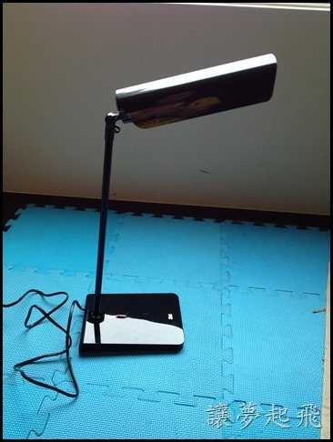 【居家】高CP值的燈具~3M 58度博視燈LED桌燈ML6000(科技黑)+滿天星自動LED藝術小夜燈(暖白)