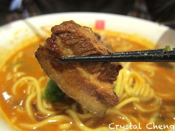 【台中美食推薦】四川辣麵 聽說是日本大阪來的担担麵 像是帶著胡麻香氣濃味拉麵(日式)
