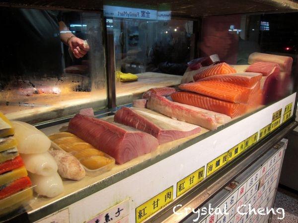 【基隆美食推薦】朱添鮮魚號 凌晨三點營業的新鮮現切生魚片 入口鮮甜 可是又是邊吃邊想睡呀!!(小吃 宵夜 排隊美食)