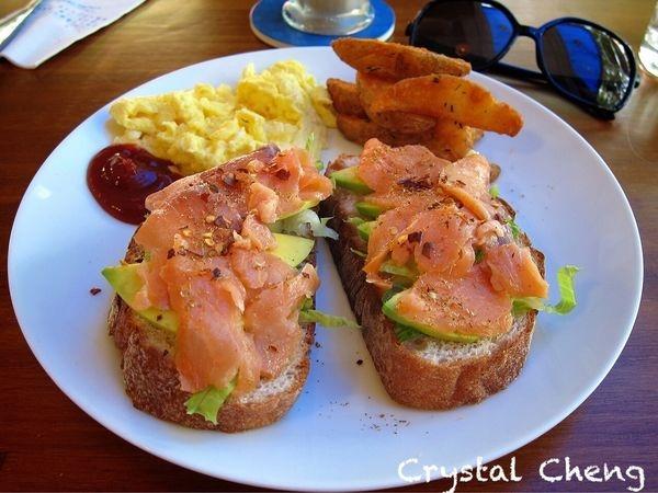 【台中美食推薦】Eggie 豐樂公園旁新開幕藍色清新風格早午餐小店 (早餐 南屯)