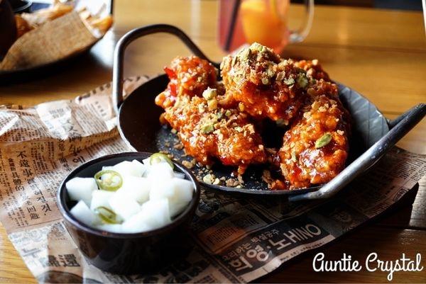 【2017首爾自由行✈明洞美食推薦】K-PUB 吃了好驚豔的BBQ豬肉漢堡 還有多汁美味的韓式炸雞 YG Entertainment開的餐飲店推薦!