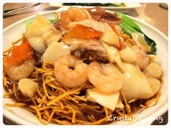 【台中美食推薦】阿秋茶餐廳 種類多但是味道不怎麼樣 可是真的好平價呀!