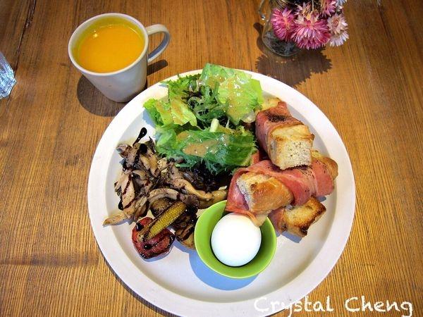 【台北美食推薦】多麼 Cafe + 好放鬆又好放空的小餐館 同事推薦的早午餐!!(六張犁站)