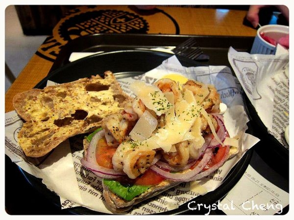 【2013首爾自由行✈新沙洞美食推薦】Deli Heinzburg 人稱首爾最好吃的漢堡與帕尼尼 非常推薦!(暫停營業)
