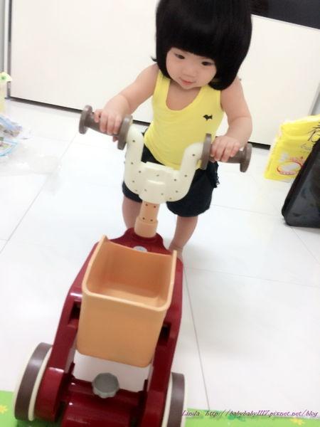 <育兒好物>小貝拉第一台學步車-TAKARA TOMY迪士尼幼兒- 維尼兩用幼兒車