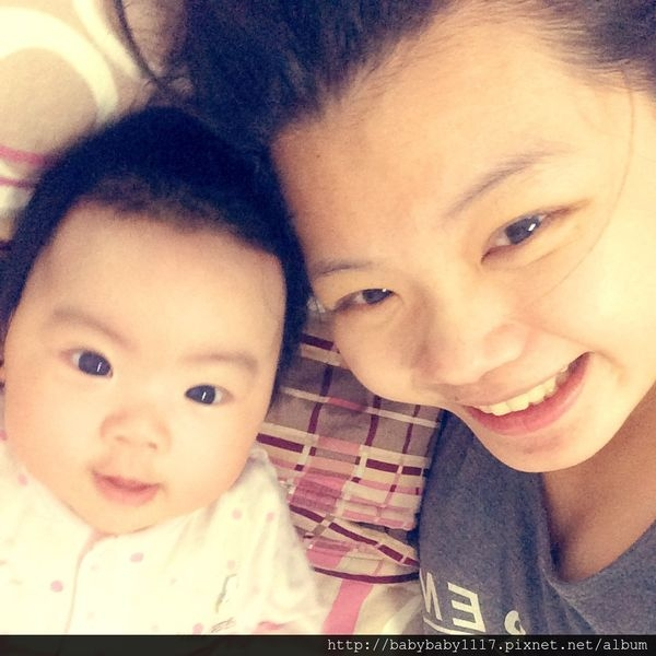 《育兒》 滿三個月 小嬰兒會看鏡頭