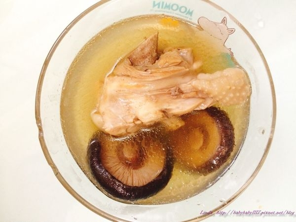 《人妻愛下廚》寶寶版的香菇雞腿湯