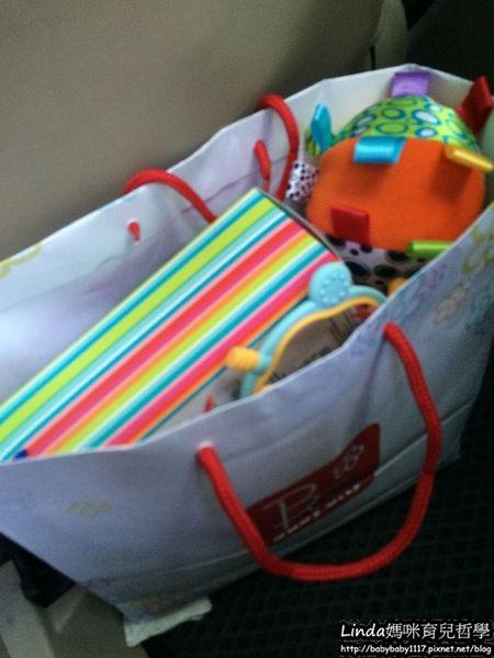《育兒好物》小嬰兒最愛的有標籤的Playgro球和有標籤的babyfehn安撫巾