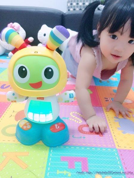 《育兒好物》小貝拉的新麻吉—唱歌跳舞學習機器人小貝貝