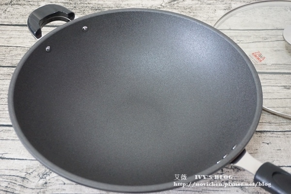 鈦讚瓷晶炒鍋_3.JPG