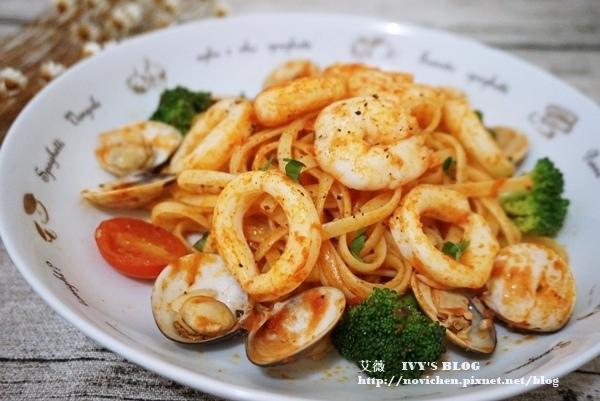 ♥ 艾薇廚房 ♥ 第一次處理小卷就上手,簡簡單單就可以做出讓全家人都喜愛的 ▌茄汁海鮮義大利麵 ▌(步驟圖文版)