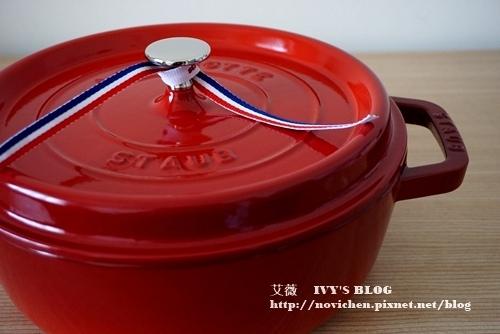 ▌廚房好物分享 ▌我的第一個鑄鐵鍋。STAUB 26cm櫻桃紅淺鍋 開箱文