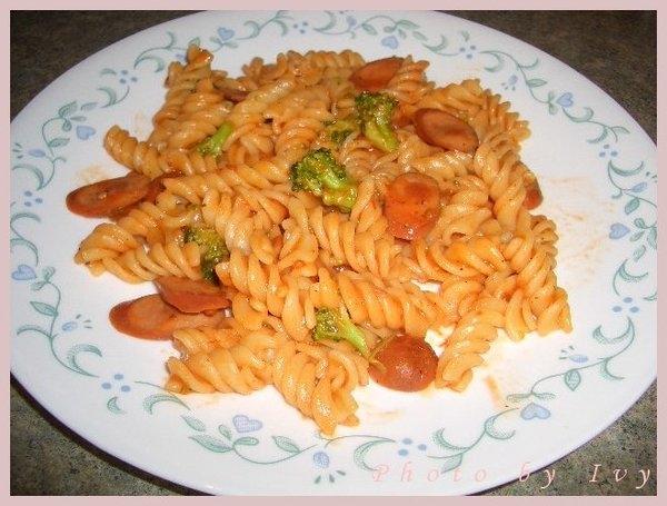 *西式料理* 蕃茄熱狗義大利麵