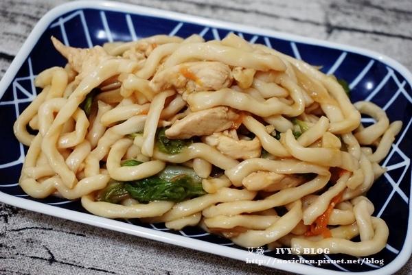♥ 艾薇廚房 ♥ 一鍋到底的美味日式料理 ▌日式炒烏龍麵 ▌(步驟圖文版)