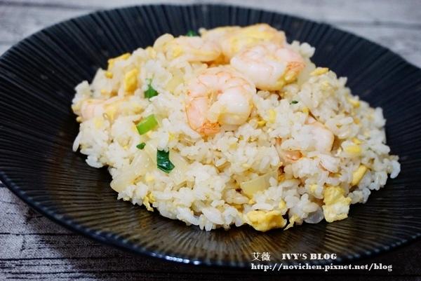 ♥ 艾薇廚房 ♥ 煮婦必學,大人小孩都愛的炒飯料理 ▌蝦仁蛋炒飯 ▌(步驟圖文版)