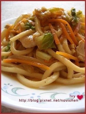 *中式料理* 沙茶雞肉炒麵