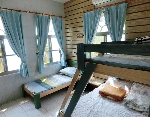 [家住海邊B&B]房型三介紹:藍色海洋四人房,面海房景,採光極佳!