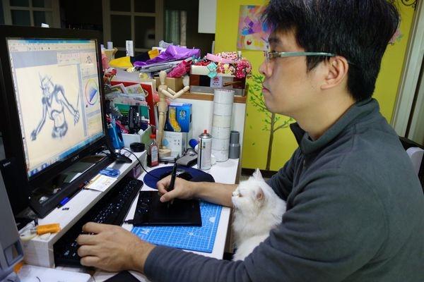 """【寵物】每日伴讀的""""書僮貓""""~忍不住想讓人惡整妳一下"""