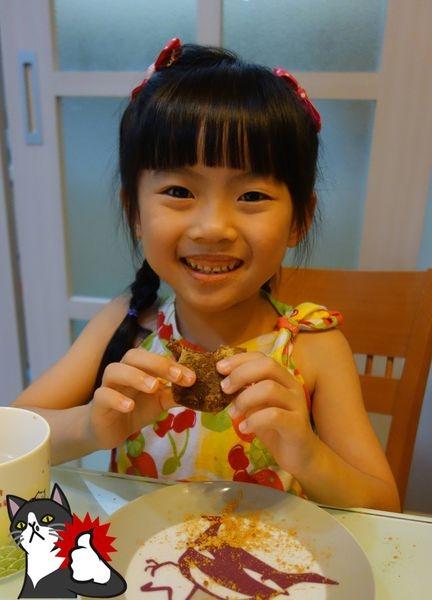 【試吃】金龍彩手工黑糖麻糬~飽滿Q彈的紅豆麻糬,有整顆紅豆在裡面唷~
