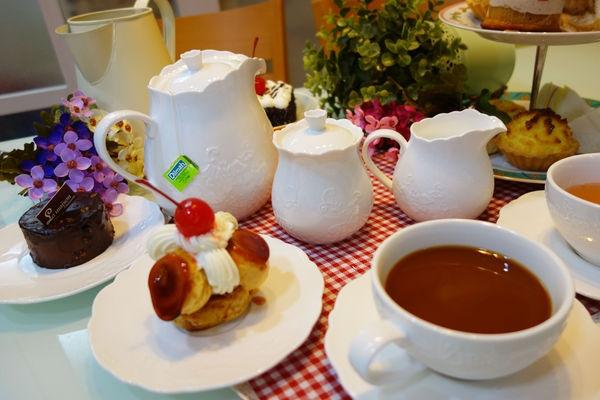 【餐具】HOLA購入home蕾絲浮雕花邊午茶組~在家也能打造貴婦級的英式玫瑰園午茶嚮宴