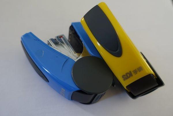 【文具】好用釘書機推薦KOKUYO 無針訂書機美壓版5枚vs手牌SDI釘書機