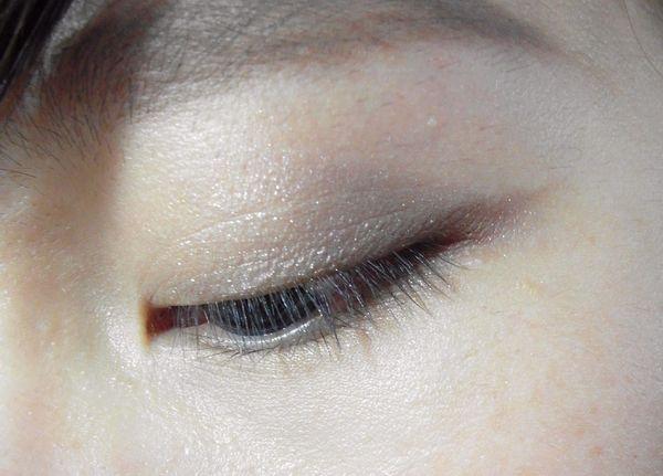 眼彩也要換秋妝:小個性輕搖滾,金屬煙燻灰