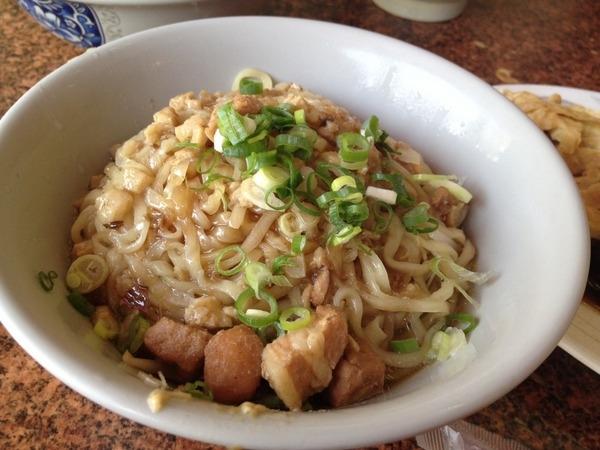 <小吃>孔廟南投意麵-Q彈麵條搭配香濃肉臊,不是絞肉~是肉塊唷!!