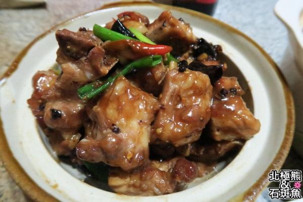 <簡易家常菜>紹興燒排骨-改良乾鍋排骨的濕鍋排骨~不錯吃喔!