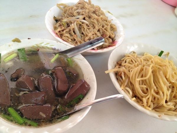 <小吃>大腸豬血湯-乾麵+豬血湯,活力早餐又一枚!!