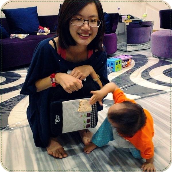 [大力推薦]女生必備男生必送的好物分享:手機座+ipad平板電腦包+手機吊飾/耳機塞~超可愛的日本包包品牌kiro貓:不買會後悔!