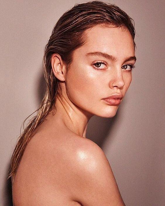 化妝水少量、多次的按壓