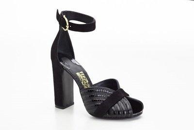 黑色牛皮壓紋粗跟涼鞋, 價格未定.jpg
