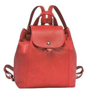Longchamp Le Pliage Cuir系列小羊皮後背包_櫻桃紅色_參考售價NT$16,700元.jpg
