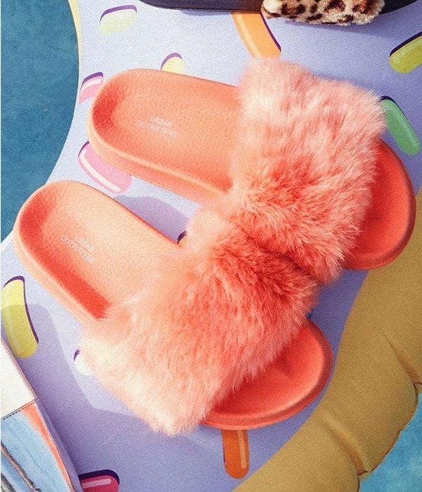 UO Faux Fur Pool Slide15.jpg
