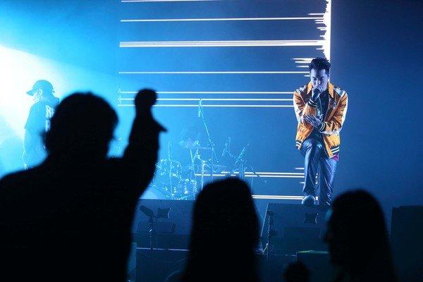 派對表演嘉賓NICKTHEREAL周湯豪一連帶來勁歌熱舞,為派對氛圍掀起高潮.jpg