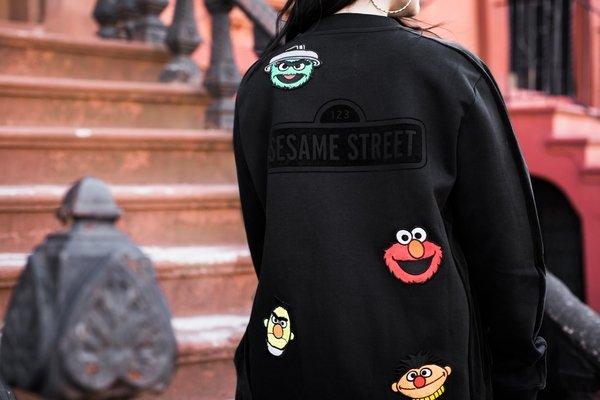 SESAME STREET系列T7立領外套NT$3,180(黑).jpg