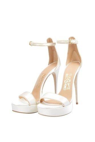 Ferragamo銀白色緞面訂製婚鞋1.jpg