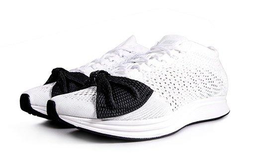 COMME des GARCONS x Nike Flyknit RACER蝴蝶結運動鞋,NT$20,500。(團團精品)_鞋側面-1.jpg