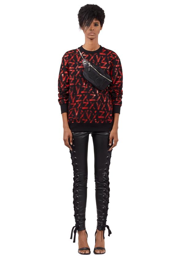 Zayn x Versus系列_紅色印花針織衫$8,500, 黑色抽繩皮褲$15,000.png