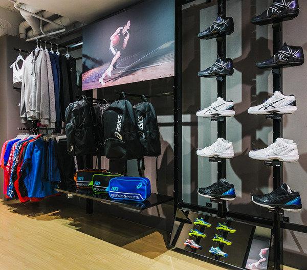 ASICS STORE TAIPEI 亞瑟士台北旗艦店 二樓籃球主題商品區.jpg