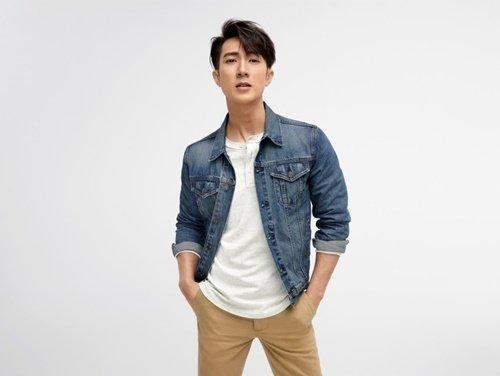4.活力洋溢的吳尊身著型格滿分的牛仔外套和彈力修身卡其褲,以其獨有的個性魅力,重新演繹美式休閒風格。.jpg