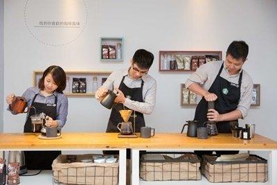 Coffee Lab(咖啡實驗室),近60位咖啡大師運用近10種咖啡器具,帶領消費者瞭解不同咖啡產區故事及味覺體驗.jpg