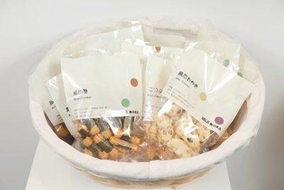 新包裝的食品零食可滿足贈禮需求。.jpg