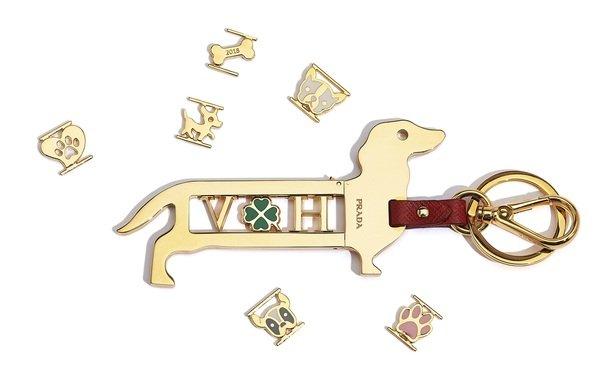 Prada 臘腸狗造型字母鑰匙圈吊飾$4500 字母$1000  (2).jpg