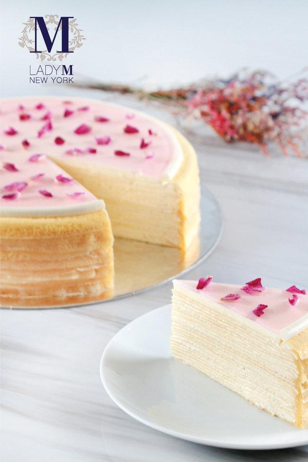 Lady M針對母親節,首度在台灣推出「玫瑰千層蛋糕」(預購限定款6吋1,800元),也是品牌首度以花香味道作為主題的蛋糕。.jpg