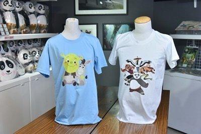 本次展覽特別打造台灣專屬限定商品,經典動畫人物史瑞克與阿波T恤。.jpg